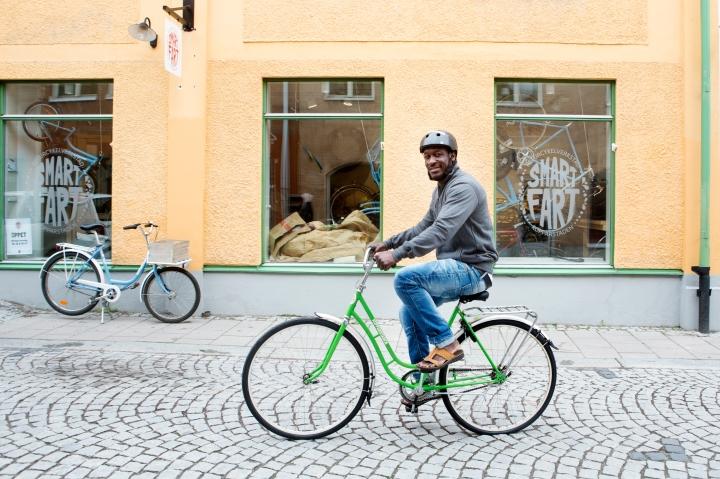 Fotograf Maria Hansson. Till Fastighetsfolket. Ebrima Svage på Smart Fart i Falun